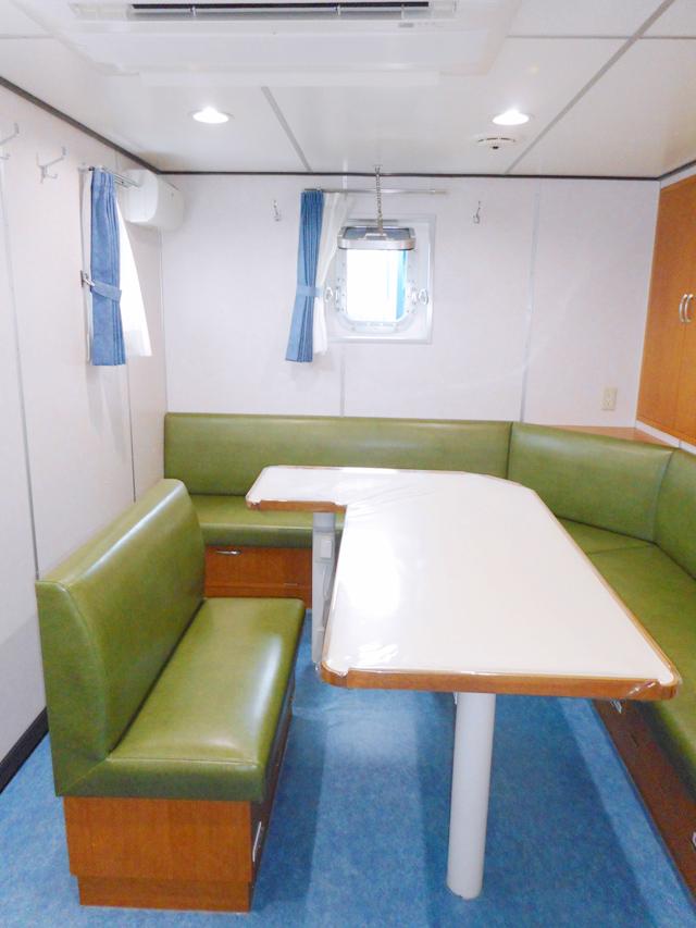 ソファー、テーブル、カーテン取付など、内装全般