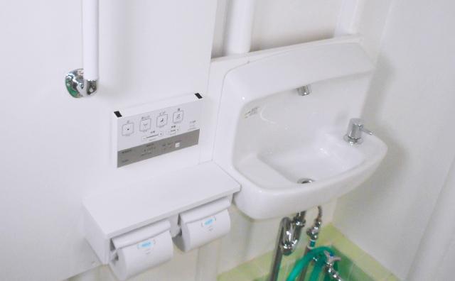 トイレ内洗面の取付施工